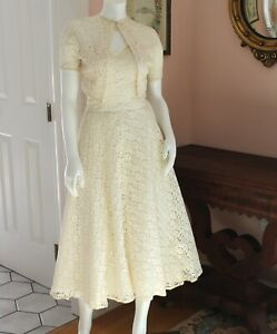 Vintage 1940s to 1950s Off White Floral Lace