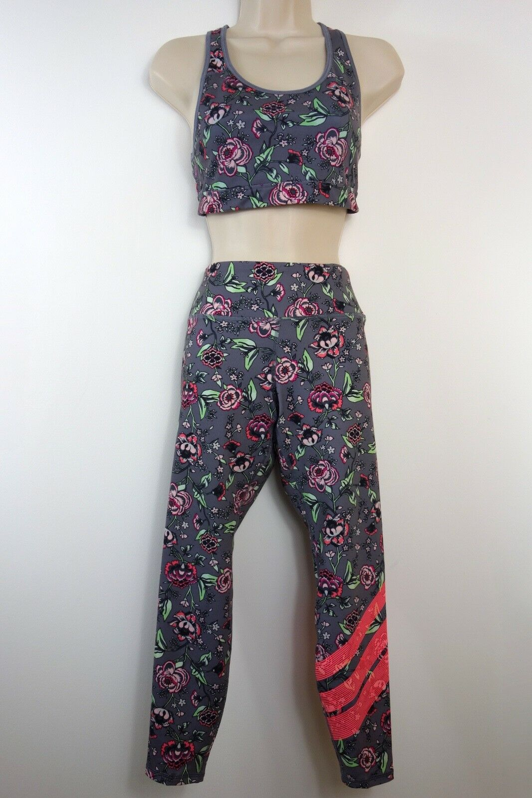 d505bc3741991 Old Navy Active Top and Leggings Set Work-out Gym Floral Old Navy ...