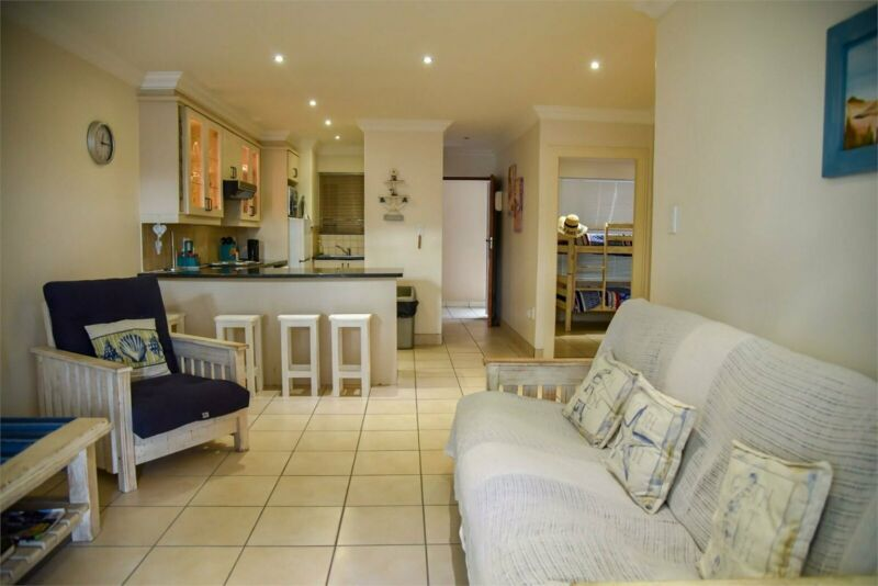 Holiday apartment in the center of town......... walking distance to main beach