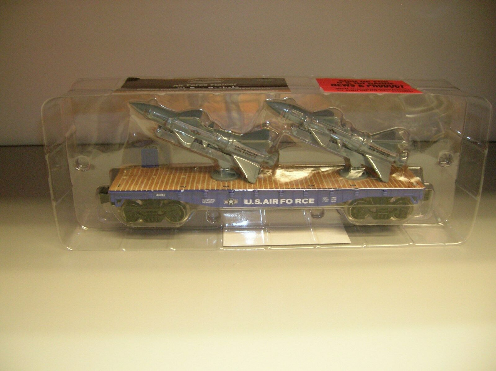 MENARDS O SCALE NAVY FLAT CAR W MISSLE LAUNCHERS (LOOKS ONLY) -  MAKE OFFERS