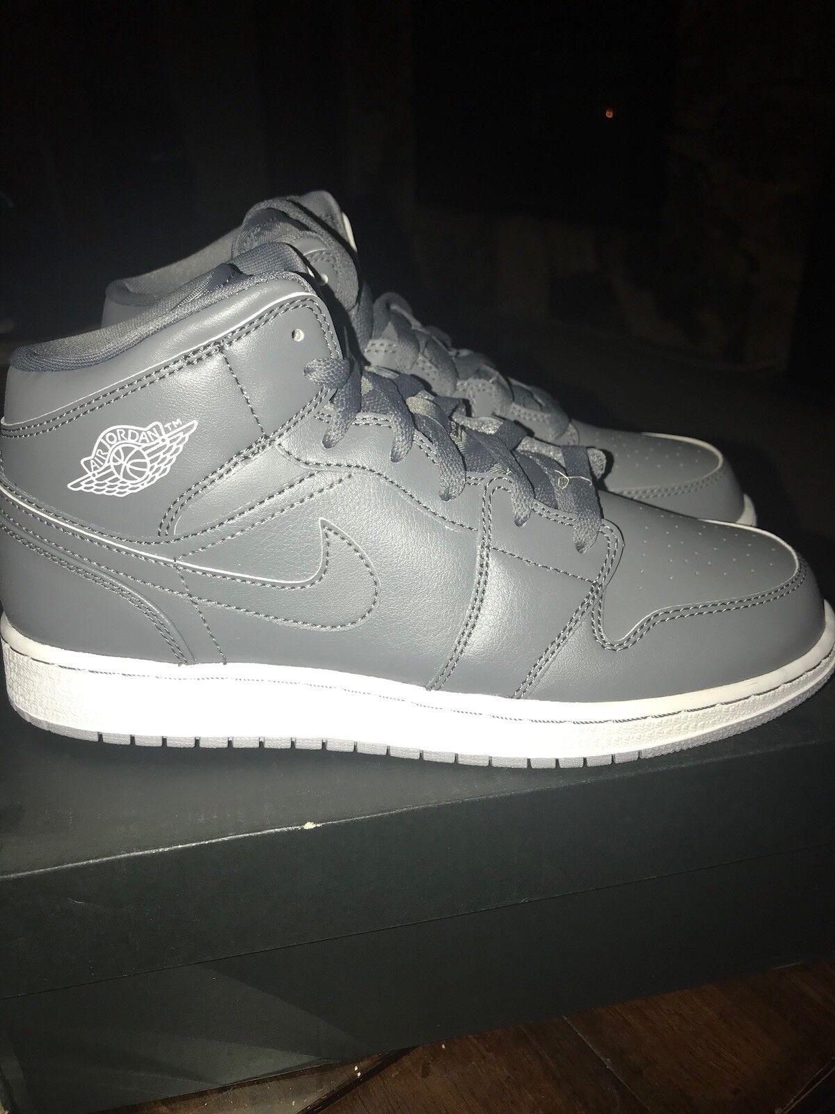 Air Jordan Retro 1's Mid Grey