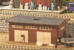 Faller-Lagerhalle-190462-2-Gueterschuppen-in-Holzbauweise-ungebaut-und-verpackt