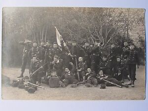 12C1-WWI-CARTE-PHOTO-PORTRAIT-DE-POILU-MISE-EN-SCENE-TENUE-DE-COMBAT-1914-14-18