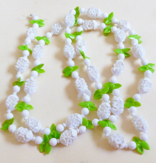 VTG PLASTIC WHITE FLOWER GREEN LEAVES CLUSTER STRAND BEADS NECKLACE HONG KONG