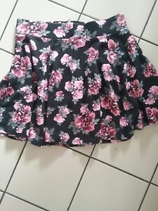 Jolie-jupe-vintage-DIVIDED-Taille-S-TBE