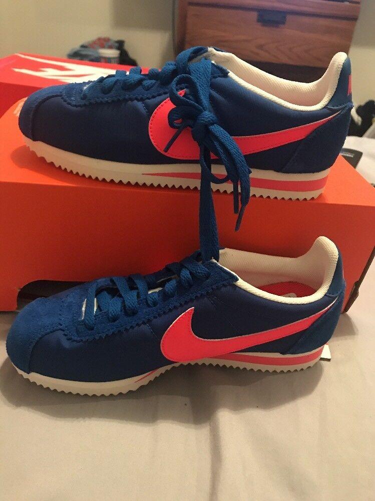 NIKE WMNS CLASSIC CORTEZ NYLON (BLUE JAY/Pink) 749864 402 Sz 7 (Nike Sample)