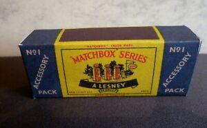 Paquete-De-Accesorios-De-Matchbox-Lesney-No-1-Esso-Gasolina-Bomba-y-Caja-de-senal-solo