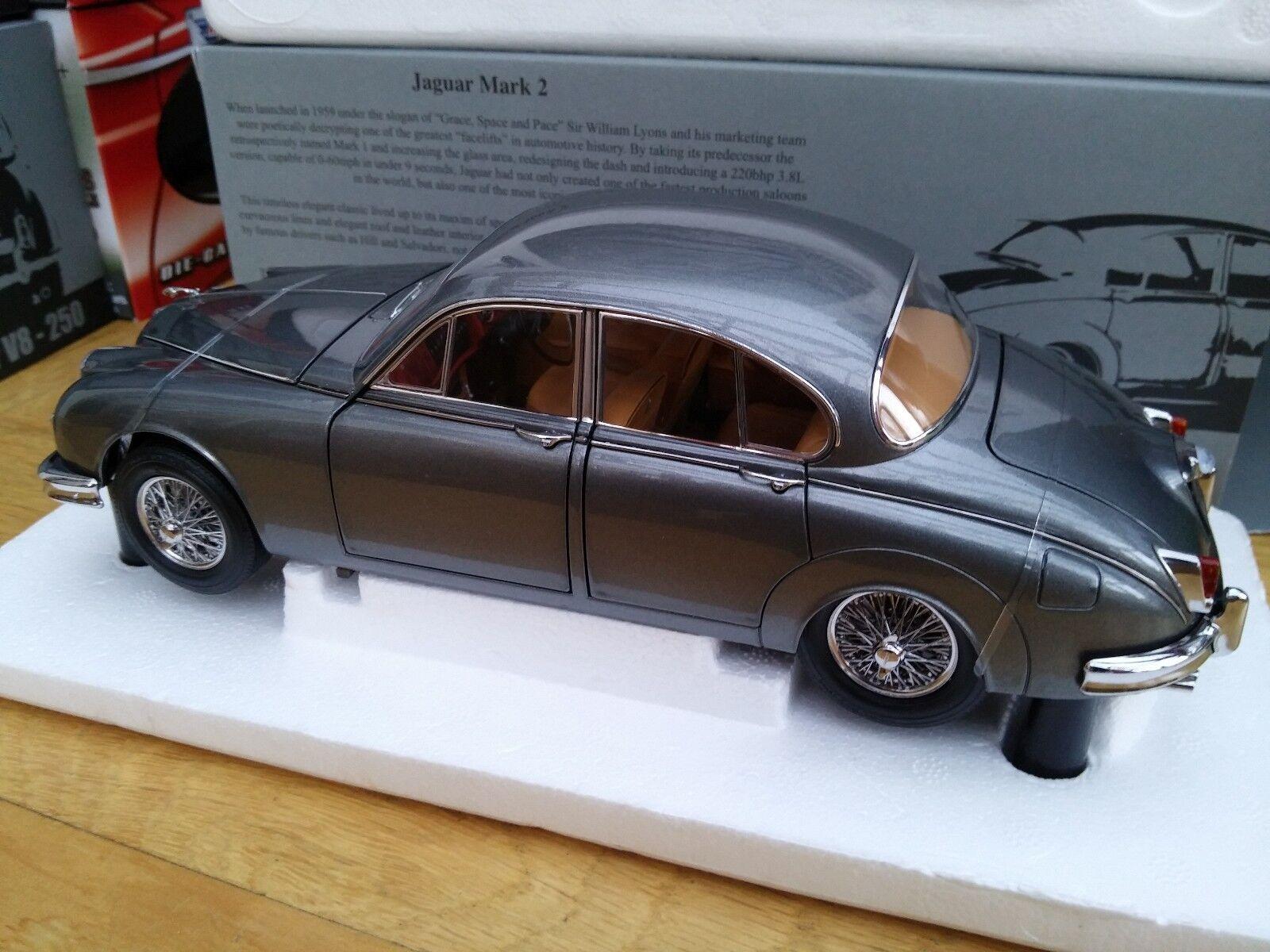 PARAGON 98322R 98323R JAGUAR Mk.II 3.8 model cars Carmen red Gunmetal 1962 1 18