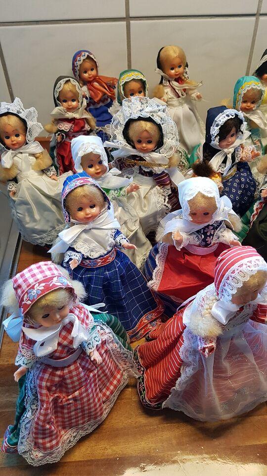 Andet, Egns-dukker med håndsyet tøj
