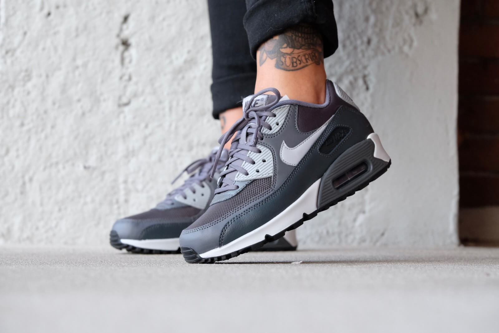 Nike Air Max 90 Essential Dark greyWolf grey Anthracite 616730 030 Wmn Sz 7.5