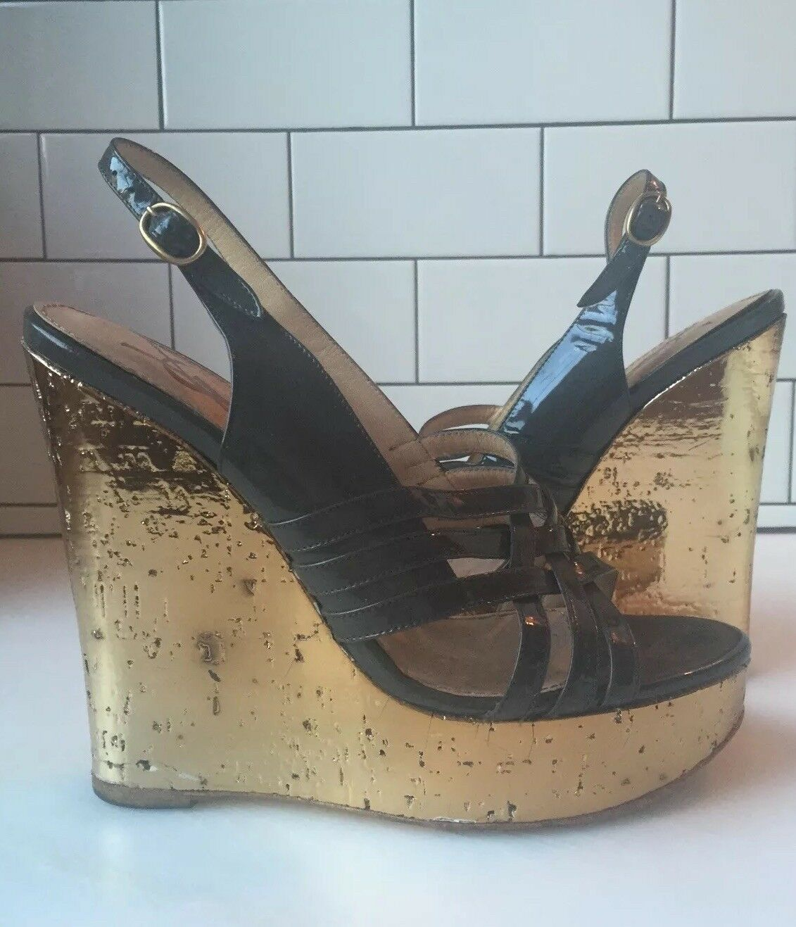 YSL Yves Saint Laurent grau Strappy Patent Leather Strappy grau Gold Cork Wedge Sandals 39 fb23ce