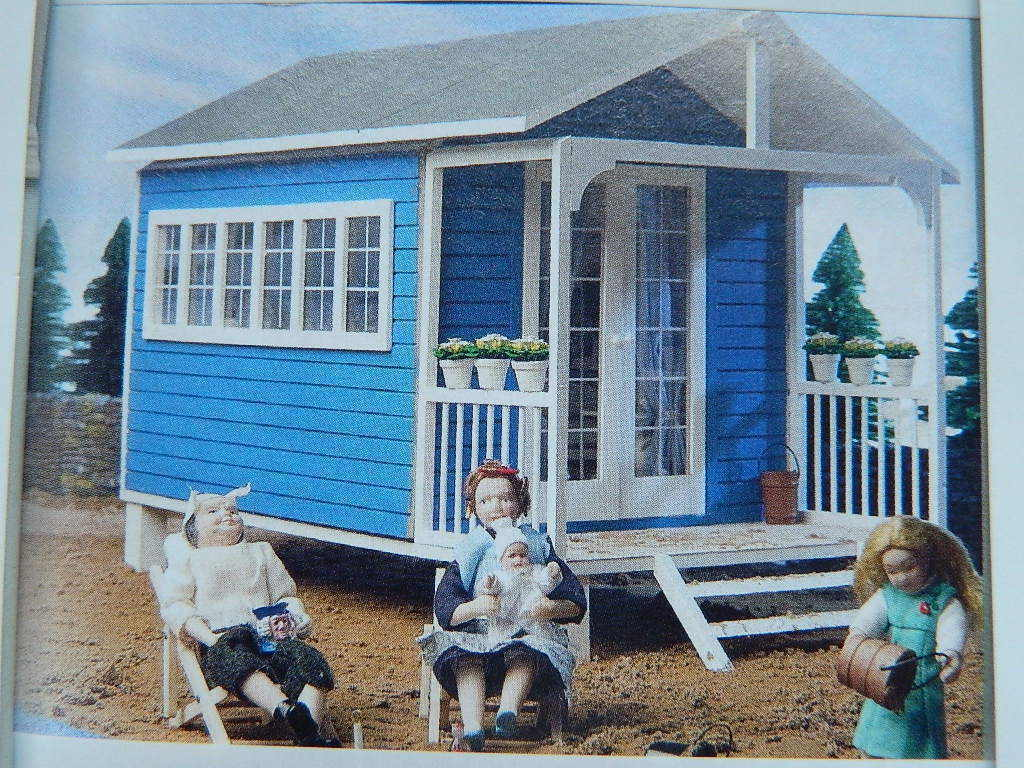 (A21) DOLLS HOUSE EMPORIUM     THE SUMMER HOUSE KIT  47d2b8