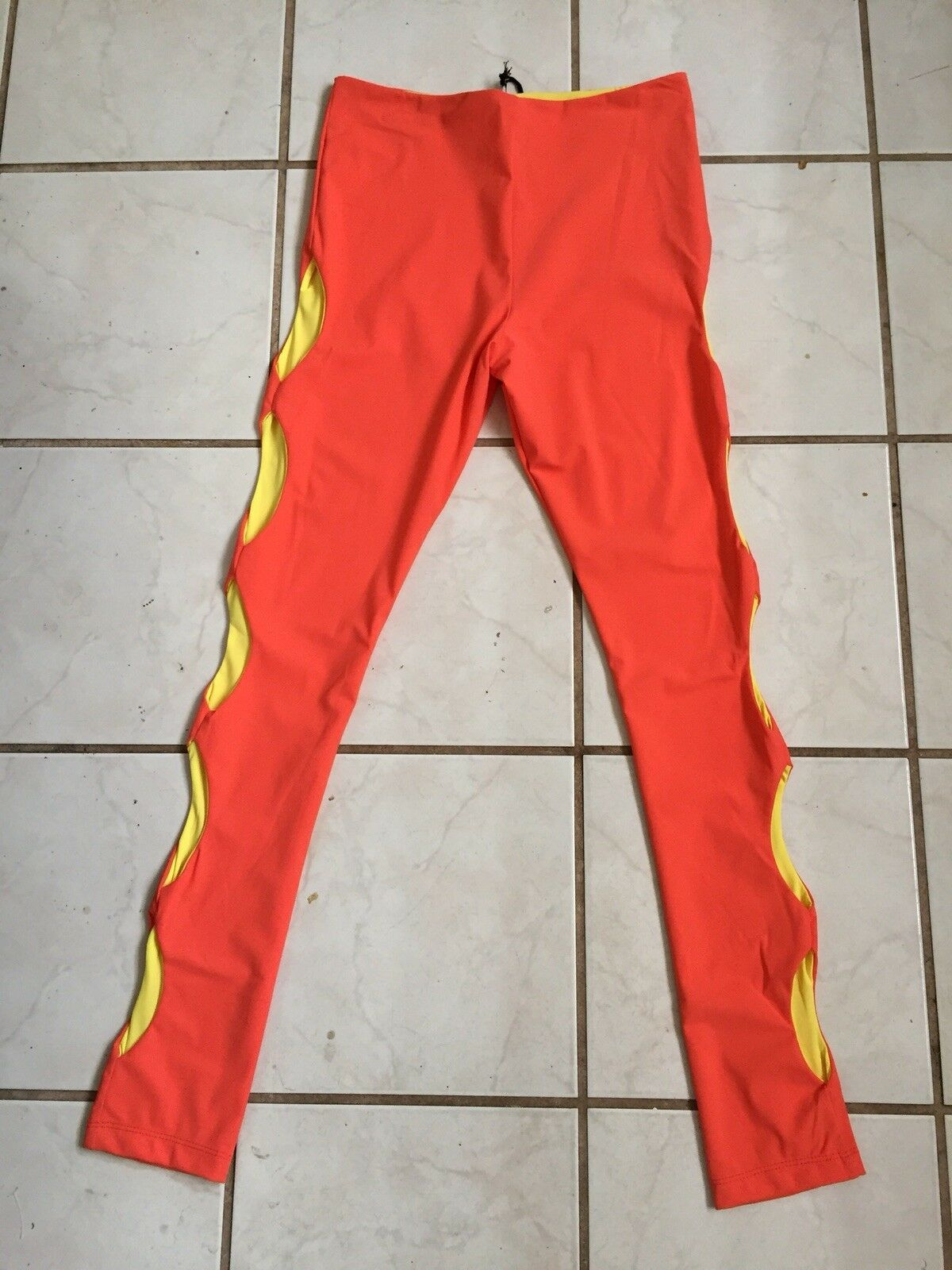 NOE Brand NEW  Bright orange Yellow Fitness Dance Leggings w  Cut Out Legs Sz S