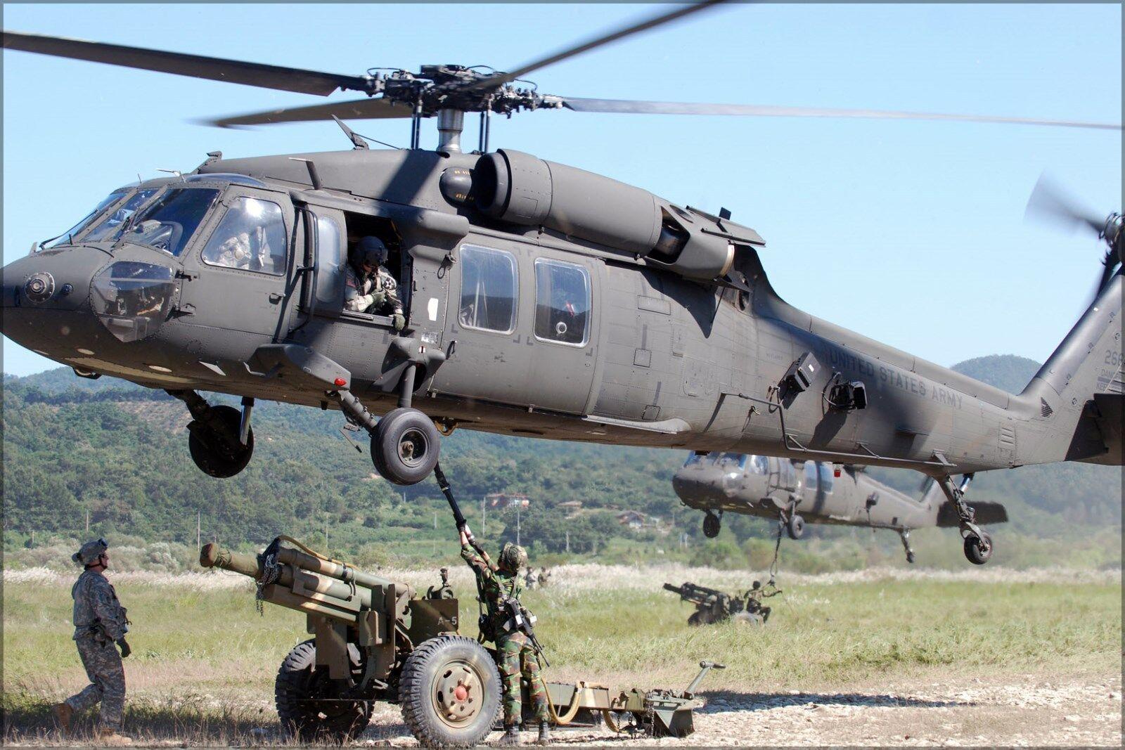 Plakat, Viele Größen; Rok 105 mm Howitzer Beladung bis zu Uh-60 Hawk Angriff Hel