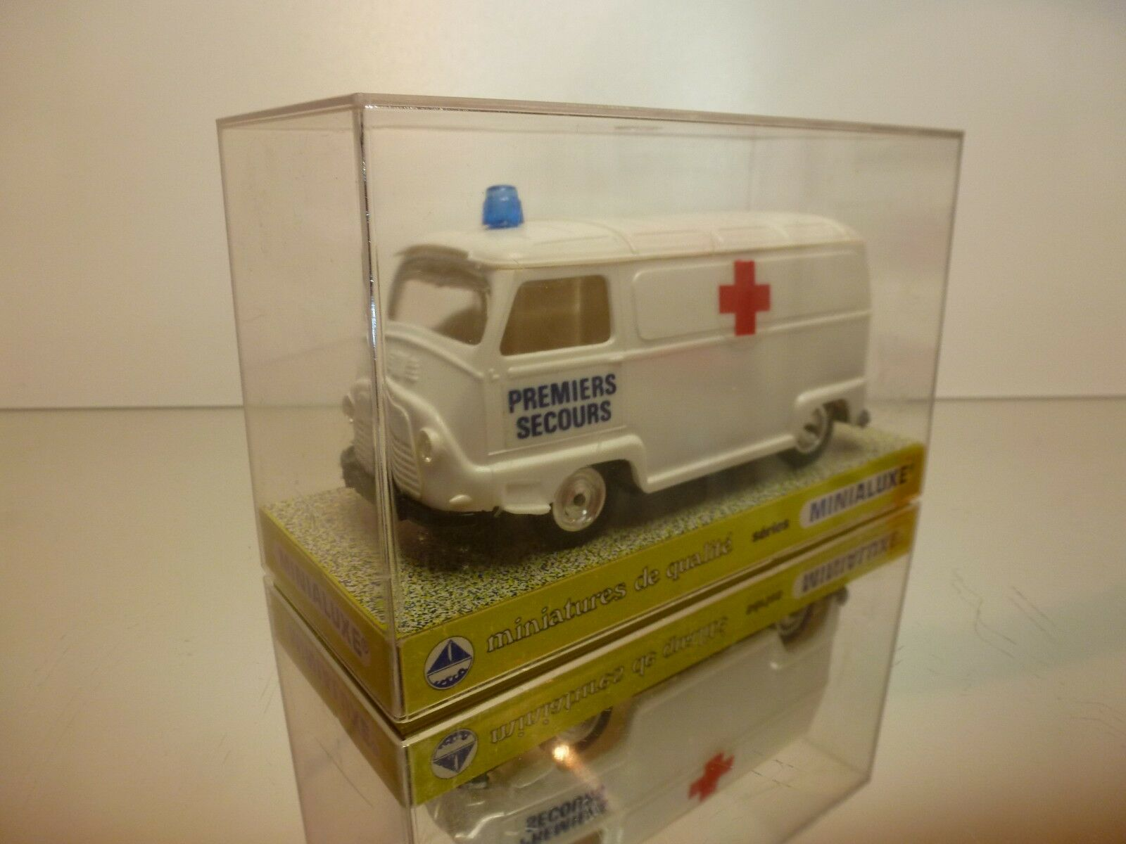 MINIALUXE RENAULT ESTAFETTE - AMBULANCE - WHITE  1 1 1 32 - VERY GOOD IN BOX feb677