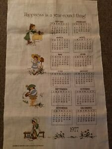 New-VTG-1977-Holly-Hobbie-Linen-Calendar-Tea-Towel-LOVE-IS-A-YEAR-AROUND-THING