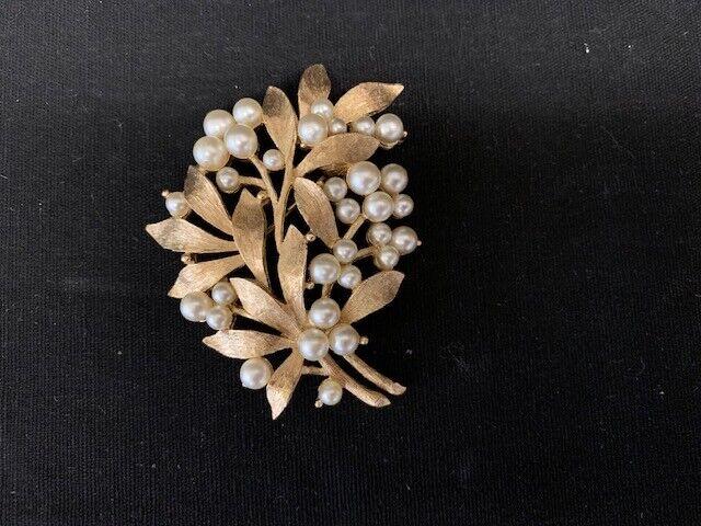Trifari Vintage Pearl Brooch - image 1