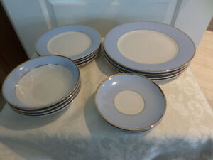 DOULTON-BRUCE-OLDFIELD-BLUE-and-WHITE-CHINA-with-gold-line-PLATES-BOWLS