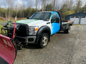 2011 Ford F-550 Pickup Truck 4x4 with plow, excellent condition