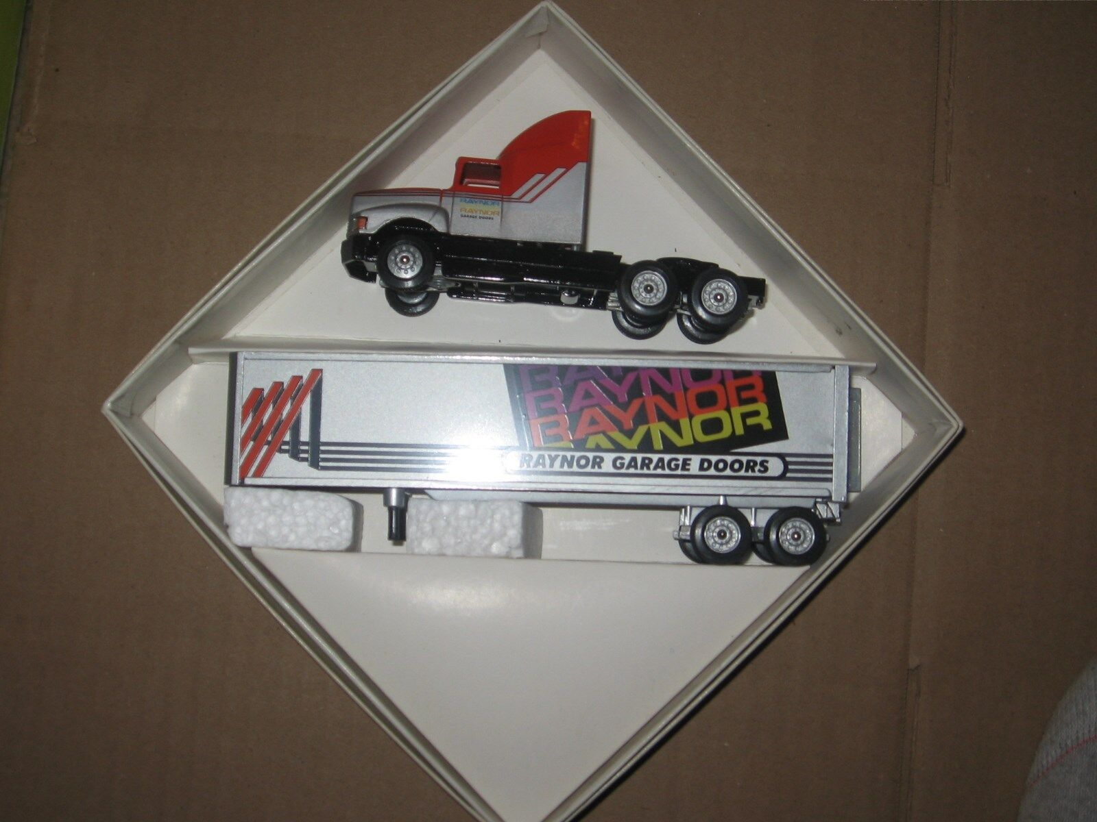 WINROSS 1 64 64 64 GAYNOR GARAGE DOORS TRACTOR AND  TRAILER  864a7d