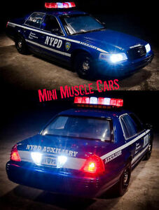 01:18 Greenlight 12877 Feu de voiture de police Ford Crown Victoria Nypd Ny 2001 /