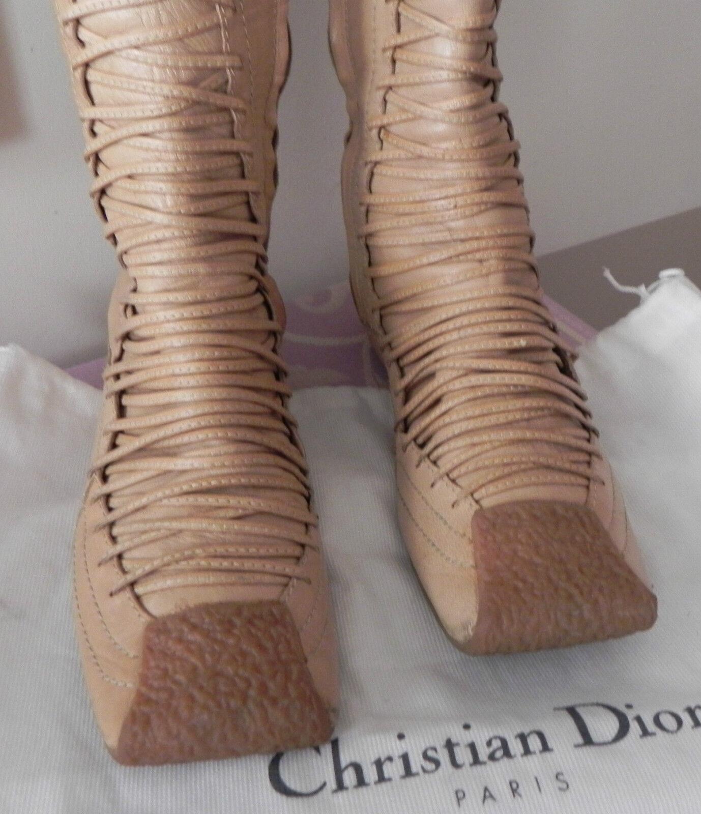 Dior superbes bottes  bottes en cuir beige à voir ,valeur 575E