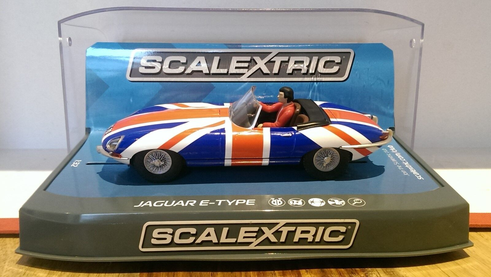 SCALEXTRIC C3878 Jaguar E-Type Union Flag Livery