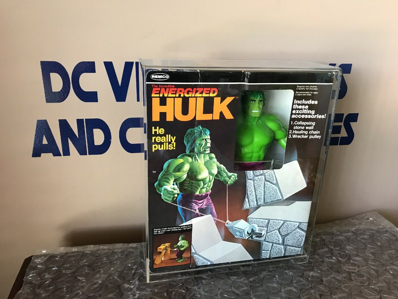 VINTAGE REMCO 1979 THE INCROTIBLE ENERGIZED HULK UNUSED Collapsing Stone Wall
