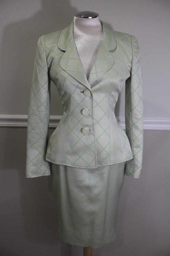 TRAVILLA BROCADE  Light Green   Pattern Skirt Suit Size 6 ( SU 100)
