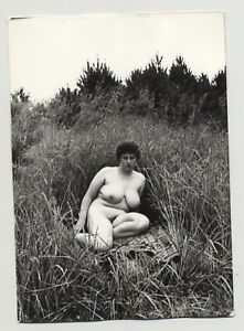 Plump-Nude-Curlyhead-On-Blanket-In-The-High-Grass-3-Huge-Boobs-Vintage-Photo