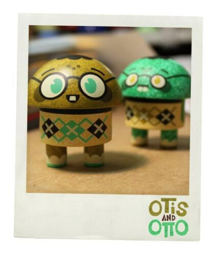 OTIS AND OTTO YELLOW GREEN EDITION VINYL SET BY SCOTT TOLLESON OF STOLLEART