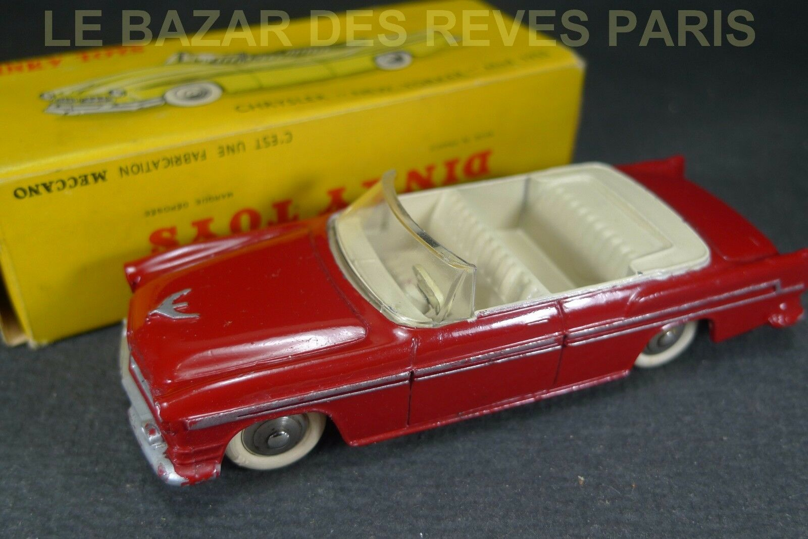 DINKY TOYS FRANCE. CHRYSLER NEW YORKER 1955. REF  24 A + Boite.
