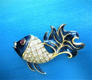 FABULOUS-CROWN-TRIFARI-GOLDPLATE-CLEAR-RHINESTONES-BLUE-ENAMEL-ANGEL-FISH-BROOCH
