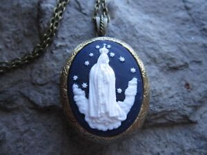 Christmas Keepsakes Guardian Angel Cameo Silver Plated Lockets Religious Easter Photos Weddings Choose Blue or Red