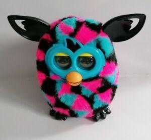 Furby-Boom-Triangle-Design-Rose-Noir-et-bleu-bon-etat-fonctionnel