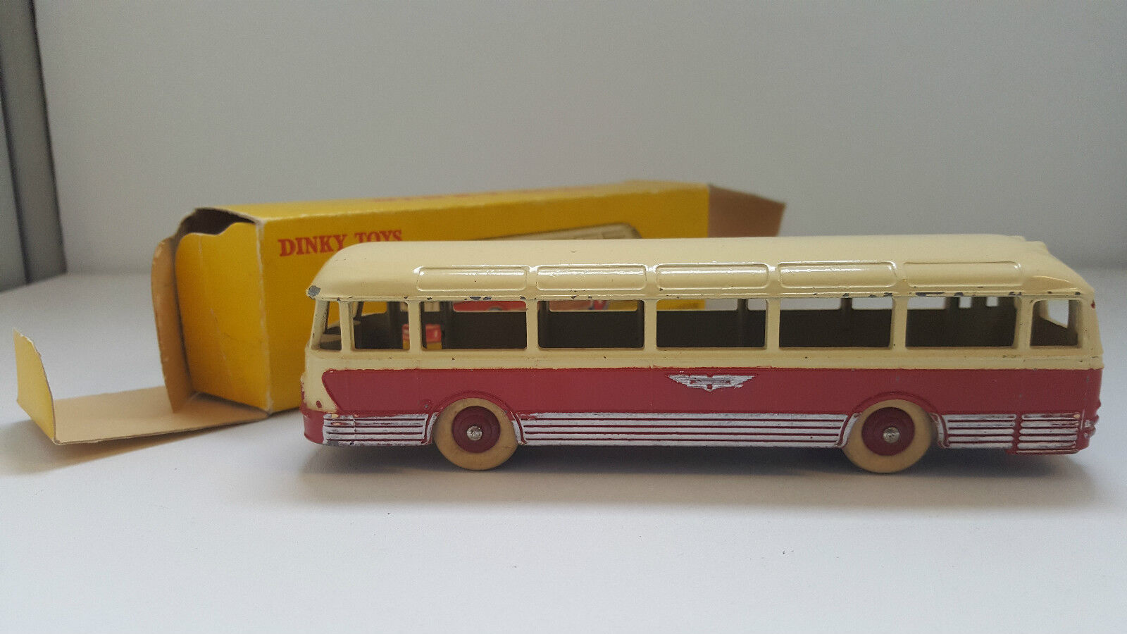 Dinky toys - 29 f-autocar chausson rot cream in original box vn mib