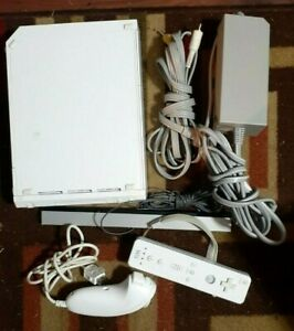 Nintendo WII White System/Hook-Ups/Bar/Controller/Game/Nunchucks/Tested