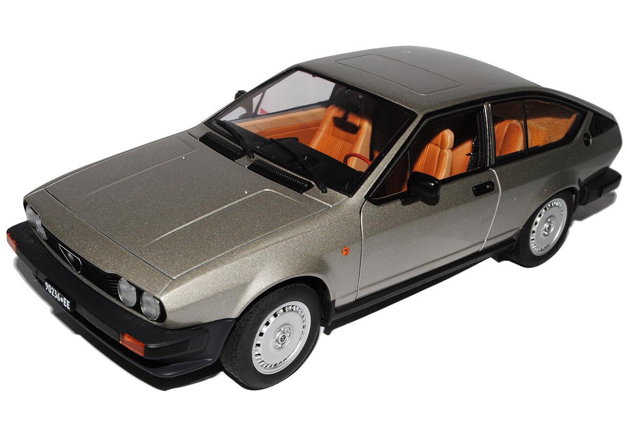 ALFA ROMEO ALFETTA GTV 2.0 2000 COUPE 1980 moda... Grigio argentoo 70147 1 18 Autoart moda... 1980 1b90e2