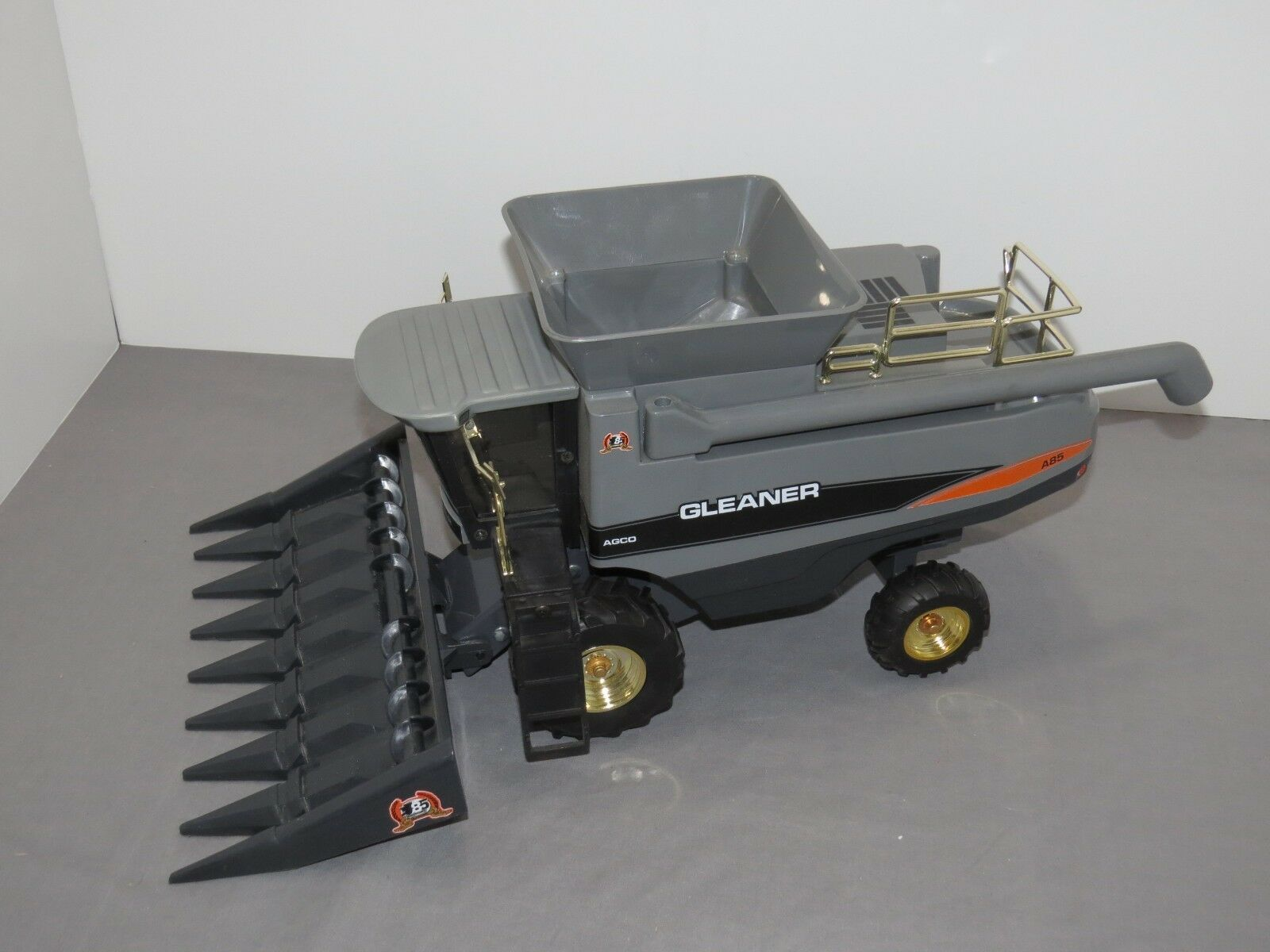 Vintage 1 24 Gleaner A85 Combine 85th Anniversary Edition by Scale Models gold R