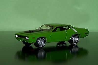 1971  71 PLYMOUTH ROAD RUNNER 1/64 SCALE DIE CAST DIORAMA OR DISPLAY