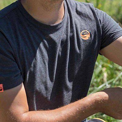 Guru Brush Logo T-shirt Nero Fumo/abbigliamento/pesca-mostra Il Titolo Originale Rinfrescante E Benefico Per Gli Occhi
