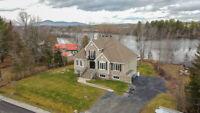 Prestigieuse propriété sur le bord de la rivière Magog ! Sherbrooke Québec Preview