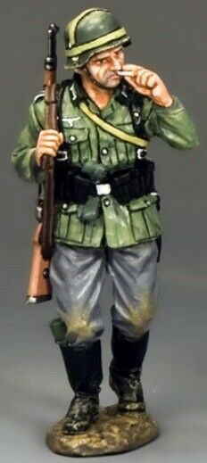 KING & COUNTRY WW2 GERMAN ARMY WS204 SOLDIER SMOKING CIGARETTE MIB