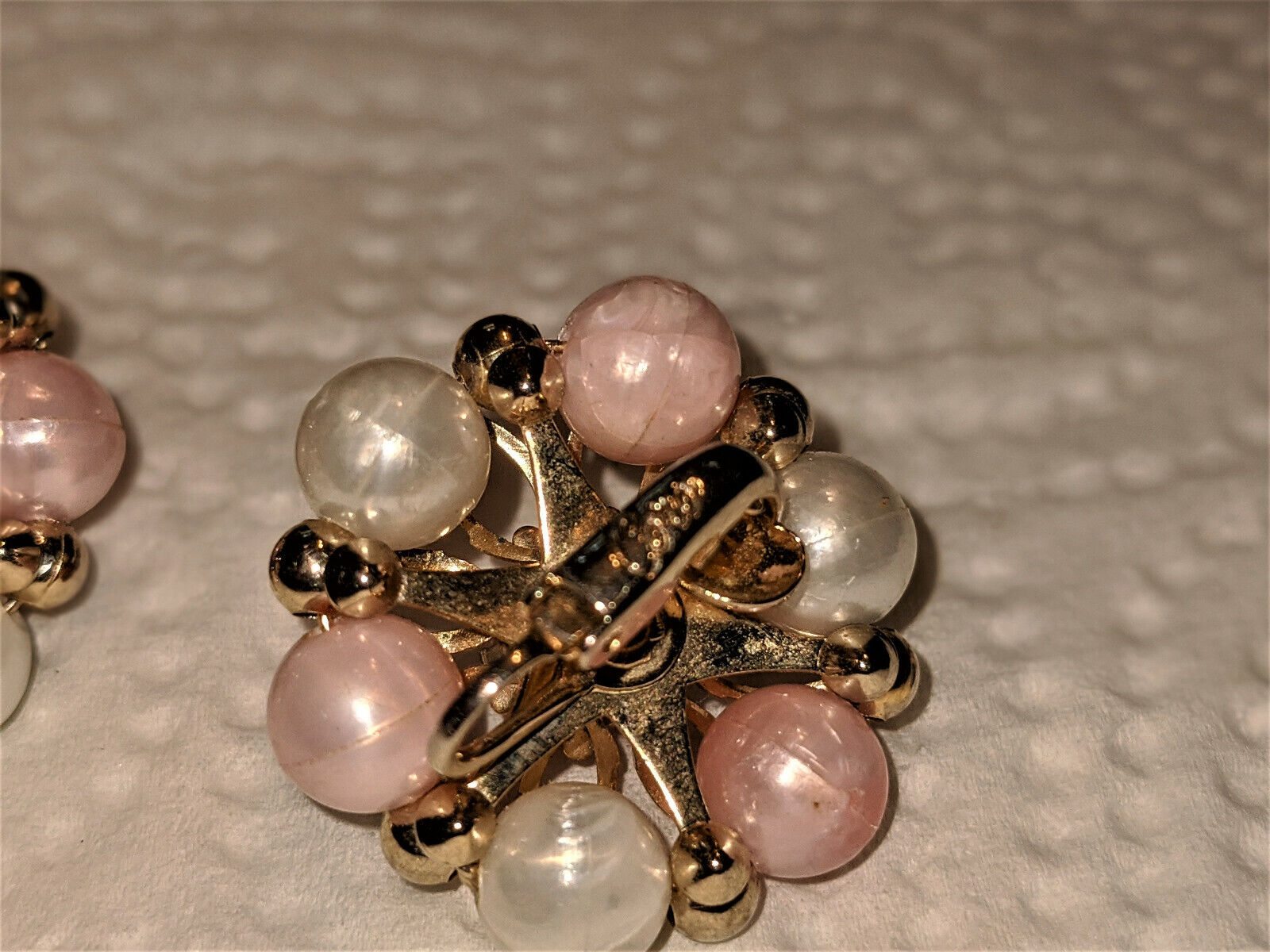 Vintage Coro Faux Pearl Ivory and Peach Bead Clip… - image 4