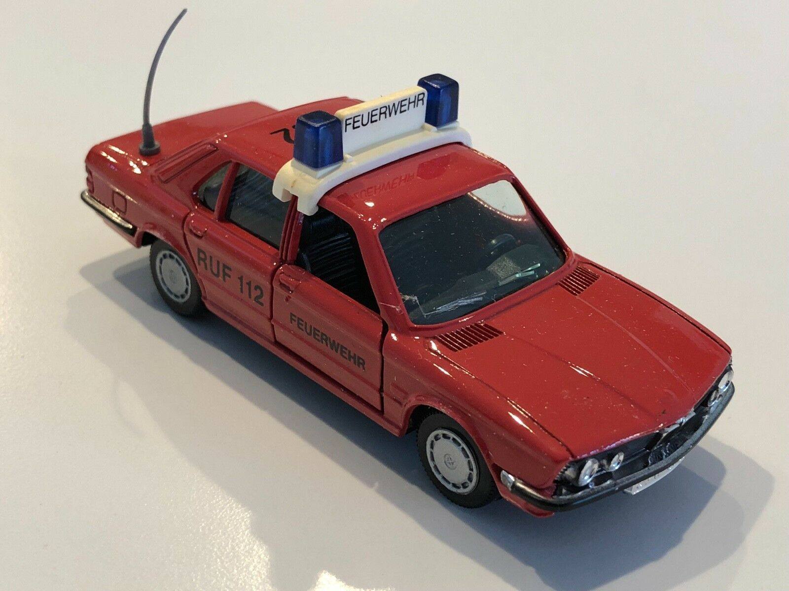 Bmw 528i E28 rouge Fire  Feuewehr RUF 112  1 43 scale model   82 22 9 406 346