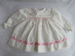 BOUTIQUE-SARAH-LOUISE-ENGLAND-PINK-KITTY-CAT-FLOWERS-SMOCKED-CHURCH-DRESS-6-Mos
