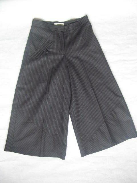 New JOVOVICH HAWK gauchos culottes designer pant 100% wool, grey stripes, Size 0