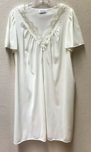 Vintage Vanity Fair Nylon Nightgown Lingerie Off White USA Women's Size Large