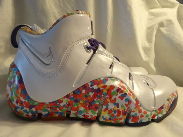NIKE ZOOM LEBRON IV 4  FRUITY PEBBLES  FAMILY STYLE PROMO SAMPLE SIZE 10.5 US