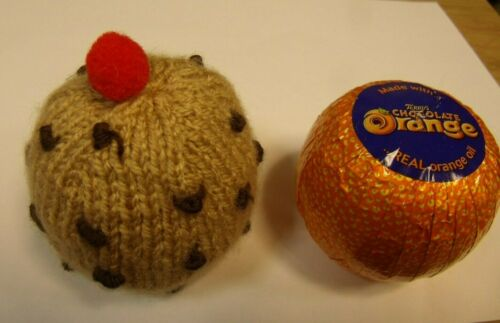 Knitting pattern Currant Bun Chocolate Orange Cover or Bath Bomb Cover